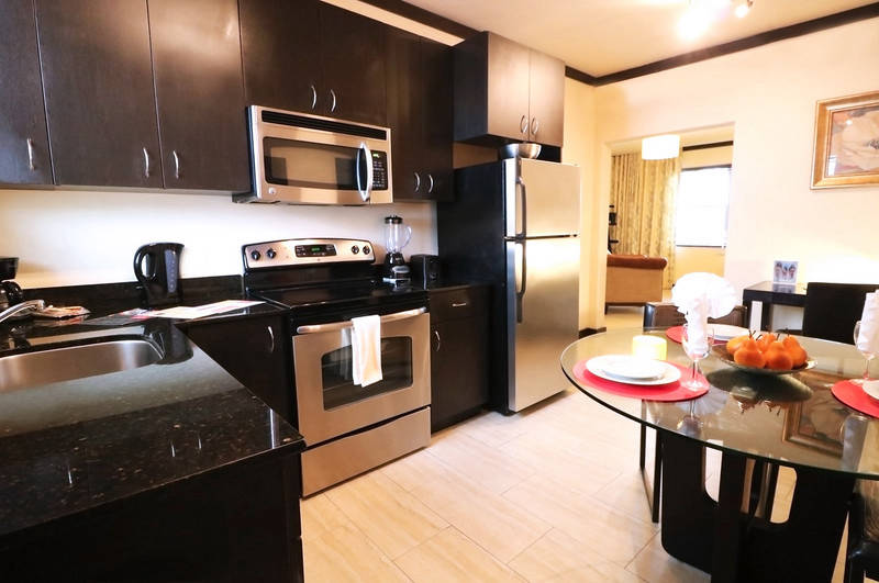 Tradewinds Apartment Hotel. One Bedroom - Two Queens. Kitchen